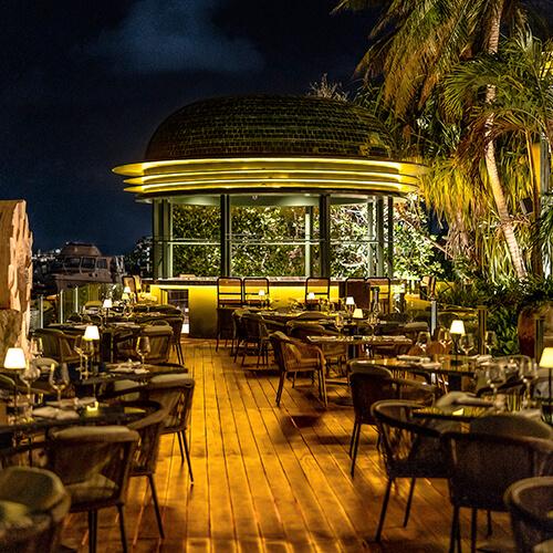 Harrys En Cancun De Noche